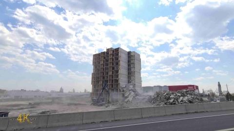 Toronto: Demolition of Holiday Inn hotel for...