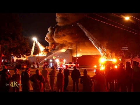 Toronto: One hour 4K video of ripping flames at Etobicoke 5th alarm...