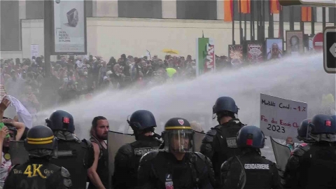 France: Riots break out against implementation of Covid-19 vaccine...