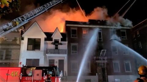 Montréal: Fire rips through famous Ste-Catherine...