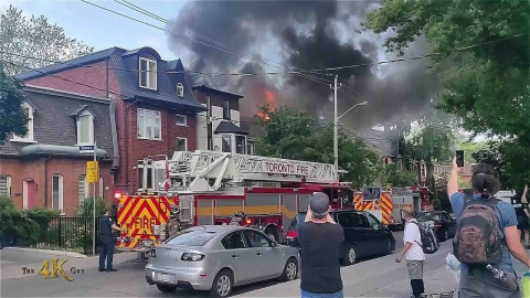 Toronto: Early witness footage of ripping Cabbagetown 3 alarm fire...