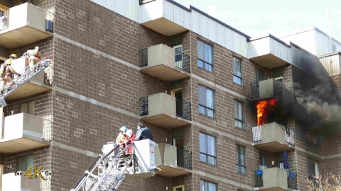 Montréal: Ladder rescues caught on tape at deadly senior home fire...