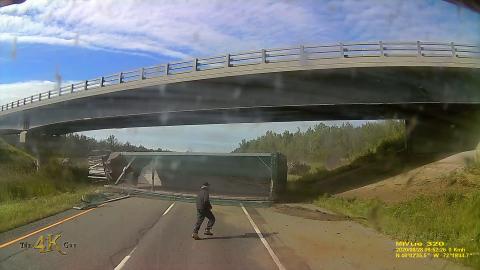 Drummondville: Vehicle rollover crash caught on dash camera 8-28-2020