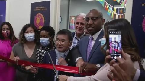 Queens abre una oficina de bienvenida a...