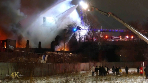 Toronto: Limited water supply at raging 5 alarm fire inferno...