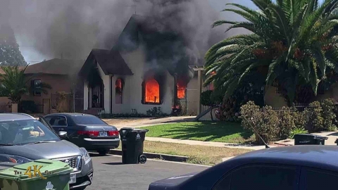 Los Angeles: Short witness video of house ablaze...