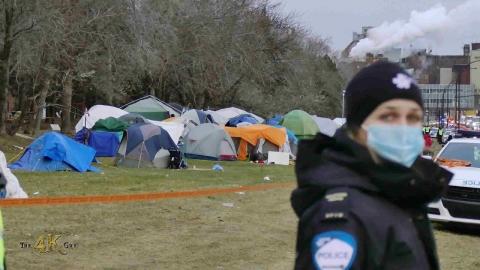 Montréal: Last hour of makeshift homeless camp...