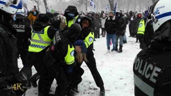 Montréal: Mom anti-mask resisting arrest at anti-vaxer protest 12-20-2020