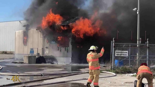 Mascouche: Fire burning hot thru vacant factory office building 5-1-2021